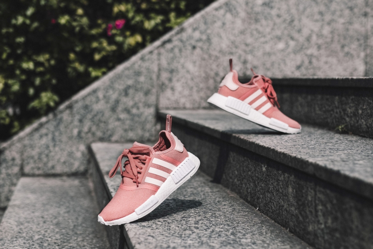 Adidas NMD R1 Womens 8 Salmon Pink Peach in hand in US S76006